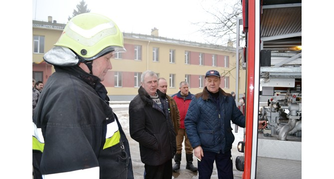Darbo rezultatų aptarime - naujo gaisrinio automobilio pristatymas