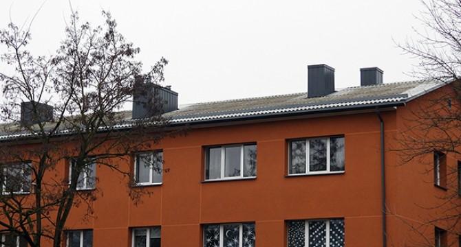 Daugiabučių renovacijos apžvalgoje – atnaujinto namo senas stogas kelia aistras