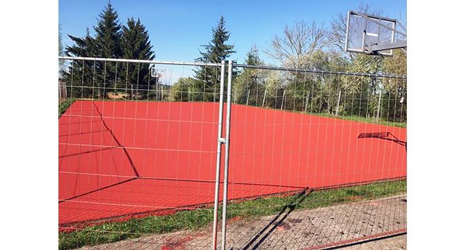 Alantos gimnazijos pastangomis įrengta universali sporto aikštelė