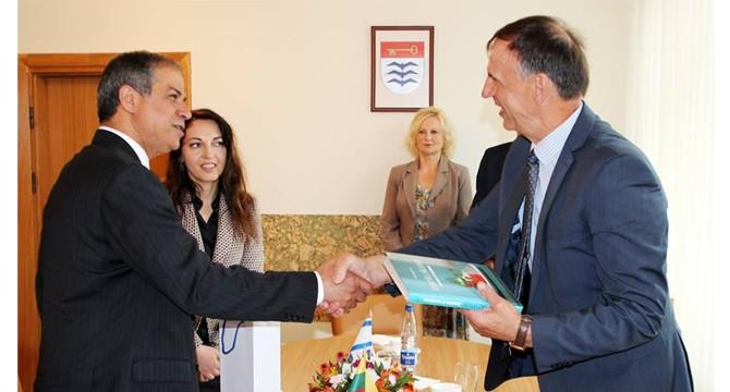 Tiesiamas bendradarbiavimo tiltas su Izraelio ambasada
